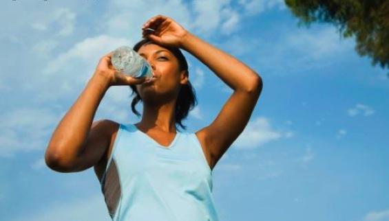 Kako izbeći dehidraciju tokom leta