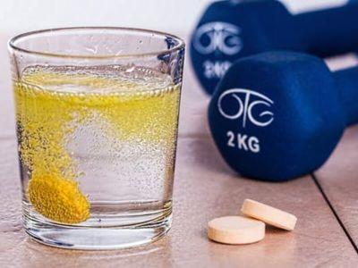 Višegodišnje uzimanje antioksidanata - beta karotena, C i E vitamina, kao dodataka ishrani, ne smanjuju rizik obolevanja od raka, poručuju američki stručnjaci iz bostonske Brigam end viminz bolnice i Harvardske medicinske škole.