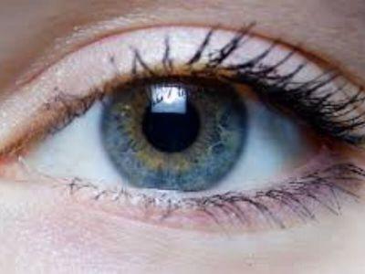 U svakodnevnom životu često dolazi do upadanja stranog tela u oko, bilo koje vrste. To mogu biti različite trunčice, delovi predmeta, sitni insekti i dr. Strana tela se obično implantiraju u subtarzalni žljeb gornjeg kapka, pošto je prethodno dospelo u konjunktivalnu vrećicu.