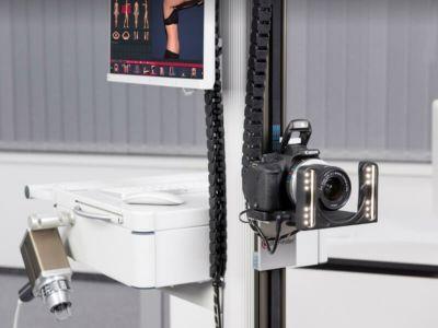 Fotofinder ATBM® predstavlja zlatni standard u dermoskopiji i preporučuju ga vodeći svetski dermatolozi. Jedina adekvatna metoda za rano otkrivanje melanoma je digitalna dermoskopija sa mapiranjem celog tela- Fotofinder aparatom.