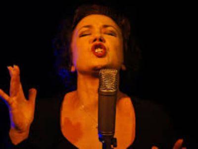 Pevački čvorići (noduli cantatorum) predstavljaju posledicu hronične fonatorne traume glasnih žica.