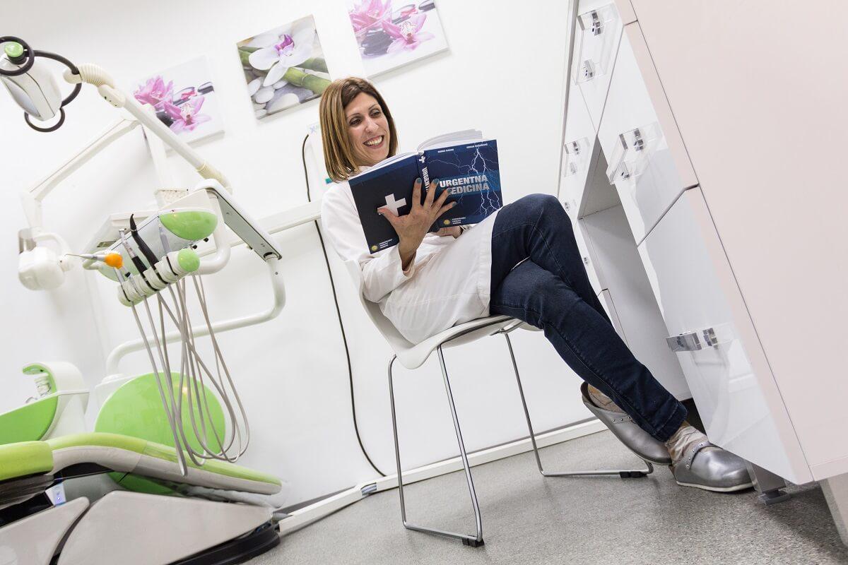 Nasmejana zubarka ordinacije DuoEstetica