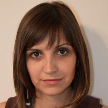 Aleksanda Krstić je biohemičar poreklom iz Pirota, 2009. godine je završila studije na Farmaceutskom fakultetu u Beogradu kao diplomirani medicinski biohemičar.