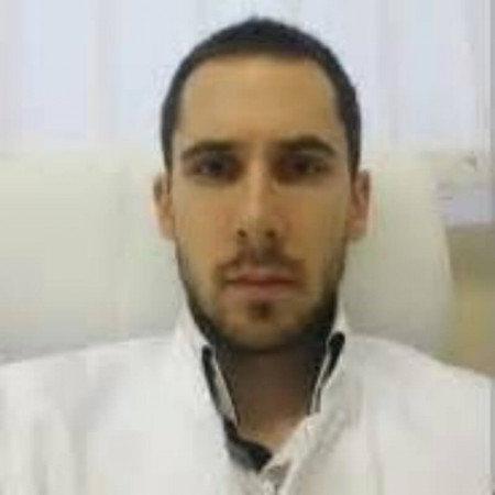 Dr Ivan Radić je doktor opšte prakse na specijalizaciji iz interne medicine.
