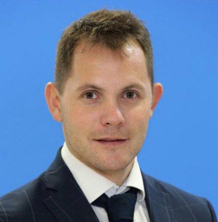 dr Marku Zlatanoviću je uža specijalnost hirurgija pacijenata obolelih od šećerne bolesti kao i medikamentozno i lasersko lečenje istih.