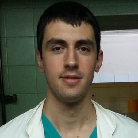 Dr Aleksandar Skakić je lekar opšte medicine na specijalizaciji iz Urologije.