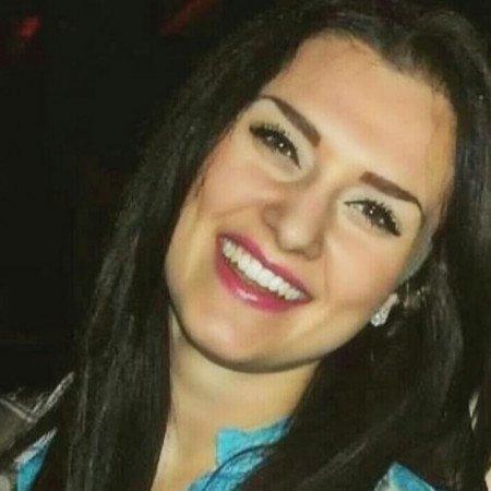 Dr Milena Marinković je stomatolog iz Niša.