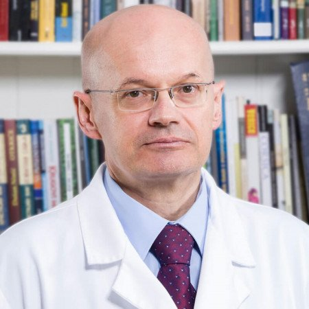 Dr Vajs je kao načelnik ginekološko-akušerskog odeljenja, odsek porodilišta, u Pančevu, stekao dragoceno iskustvo koje danas primenjuje kao šef porodilišta najvećeg privatnog medicinskog sistema.