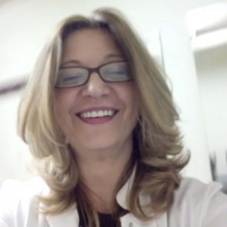 Dr Biljana Petrevska je specijalista opšte i interne medicine sa dugogodišnjim iskustvom. Medicinski fakultet je završila na Univerzitetu u Beogradu gde je takođe radila specijalizaciju iz opšte medicine, a specijalizaciju iz interne medicine je završila na VMA.