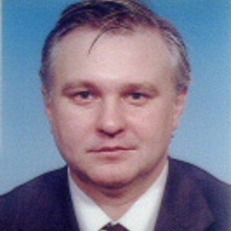 Prim. mr Dragoljub Živanović je dečji ortoped i hirurg.