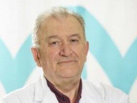 Primarijus doktor Petar Bursać je tokom rada na VMA obavljao dužnosti načelnika kabineta za kožne i polne bolesti, načelnika odeljenja klinike, zamenika načelnika klinike i vršioca dužnosti načelnika klinike. Kroz svoj rad se i dodatno usavršavao te je stekao različita znanja i sertifikate iz oblasti elektrohirurgije, dermoskopije, kriohirurgije, hemijskog pilinga sa voćnim kiselinama.