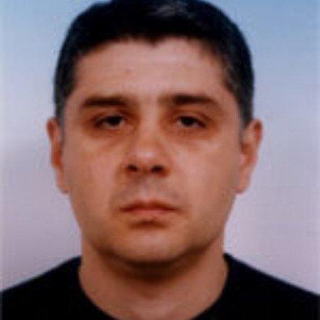 Mr sci. med. dr Milan Stefanović je specijalista ginekologije i akušerstva.