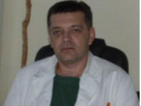 Prof. dr Dragan Krasić je maksilofacijalni hirurg iz Niša. Svoju karijeru posvetio profesionalnom radu u prestižnim državnim institucijama na čelnim pozicijama.