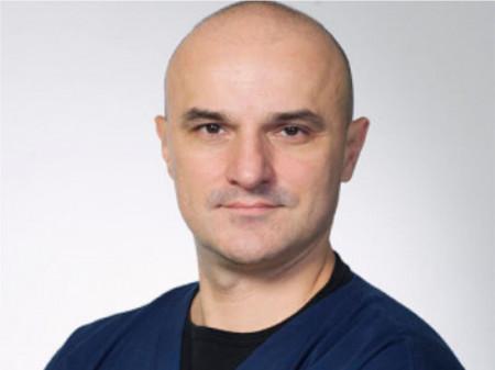 Ass. spec. dr Branislav Trifunović je specijalista dečije, plastične i rekonstruktivne hirurgije. Zaposlen je u specijalnoj bolnici ˝Menssana˝.
