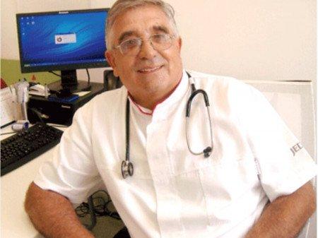 """Dr Nenad Ćupina je specijalista opšte medicine, radi u Domu zdravlja """"Jedro"""" radi od 2010. godine, a iza njega je velika karijera i dugogodišnje iskustvo na VMA."""