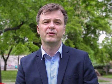 Mr sci. dr Miodrag Stanković je specijalista dečije i adolescentne psihijatrije i porodični psihoterapeut. Radi u Kliničkom centru u Nišu.