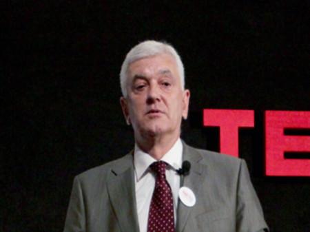 Dr Petar Bošnjaković se stručno usavršavao na institutima za radiologiju u Velikoj Britaniji i Nemačkoj. Autor je 146 naučnih radova i 6 knjiga iz oblasti radiologije.