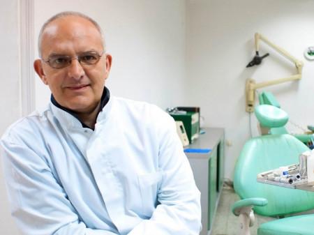 Dr Milan Pavlović, Specijalista oralne medicine i parodontopatije
