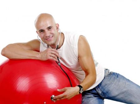 Dr Saša Plećević (Dr Feelgood) poznat je kao fitnes trener posvećen širenju reči o sportu i zdravim stilovima života. Specijalista je anesteziologije sa reanimatologijom.