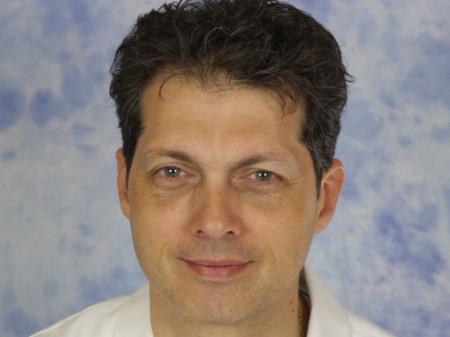 Dr Rastko Maglić je specijalista je ginekologije i akušerstva sa više od 20 godina iskustva. Stručnjak u oblasti laparoskopske hirurgije.