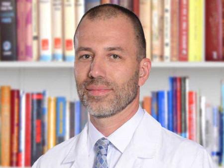 Prim. dr Ivan Bojović je specijalista ginekologije i akušerstva iz Beograda, daleko poznat po svom dugogodišnjem uspešnom radu. Pored Kliničkog Centra Zvezdara u kojem radi od 1999. godine, od 2013. godine radi i u privatnoj praksi.