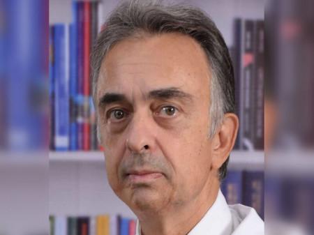 Pored formalnog obrazovanja dr Milovan Dimitrijević se stručno usavršavao na stranim Univerzitetima, klinikama i drugim institucijama od međunarodnog značaja.