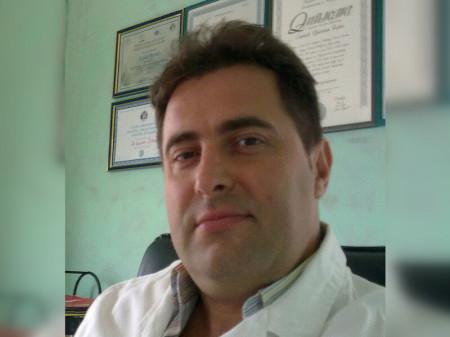 Dr Bojan Stević je specijalista plastične, rekonstruktivne i estetske hirurgije koji se bavi i programiranjem te je uvođenje novih tehnologija i rešenja u oblasti estetske medicine jedan od njegovih ciljeva.