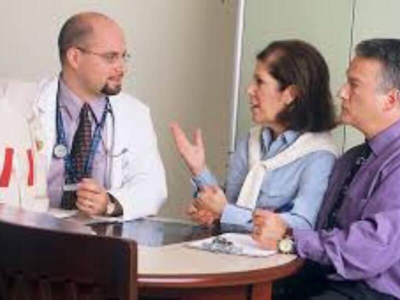 Kontaktni ulkus larinksa (ulcus contactus laryngis) najčešće nastaje kod odraslih muškaraca usled zloupotrebe glasa i kašlja, kada nastaje stalno međusobno trenje aritenoidnih hrskavica.