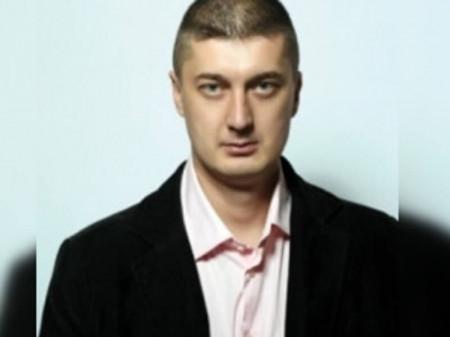 Dr Jeremić je specijalista ginekologije i radiotalasne dermatohirurgije poznat po specifičnoj tehnici radiotalasne vaporizacije kondiloma na sluznici vagine.