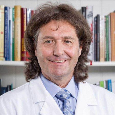 Prof. dr Djordje Bajec je stručnjak u oblasti abdominalne i urgentne hirurgije sa preko 20 godina iskustva. Pročitajte biografiju i zakažite pregled.