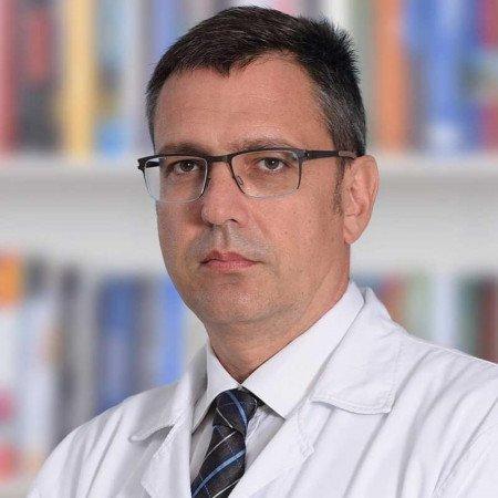 Prim. mr sci. med Miloš Popović je specijalista opšte hirurgije. Stručnjak je u oblasti dijagnostike i lečenja bolesti analnog otvora i debelog creva.