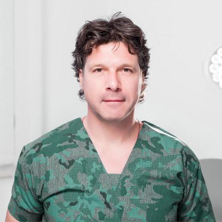 Doc. dr Pavle Gregorić je specijalista opšte hirurgije. Zaposlen je na Klinici za urgentnu hirurgiju, Urgentnog centra KCS gde je načelnik odeljenja Hirurgije.