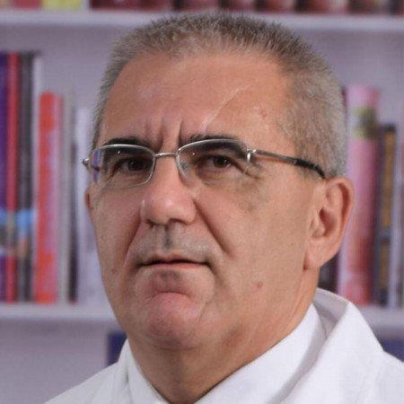 Prof. dr Milan Đukić je specijalista pedijatrije sa supspecijalizacijom iz kardiologije. Dugogodišnje profesionalno iskustvo stiče kao dečiji kardiolog.