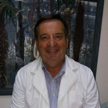 Pukovnik dr Stevan Sikimić je specijalista pneumoftiziologije. Stalno je zaposlen na Klinici za plućne bolesti VMA.
