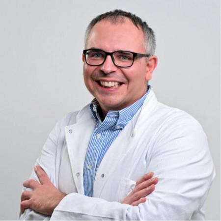 Dr sci. med. Nikola Slijepčević je specijalista opšte hirurgije. U oblasti endokrine hirurgije usavršavao se u Londonu i San Francisku.