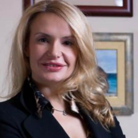 Dr Violeta Skorobać Ašanin je plastični hirurg.