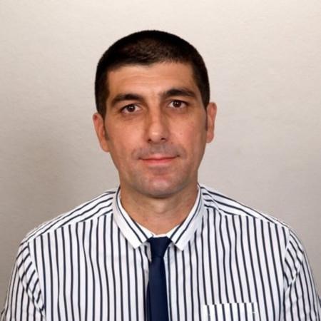 Prim. dr. Mihailo M. Mirković je specijalista neurologije. Diplomirao je na Medicinskom fakultetu Univerziteta u Beogradu. Na Klinici za neurologiju Kliničkog centra Srbije završio školu iz kliničke elektroencefalografije.