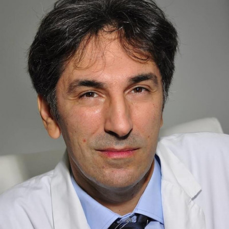 Dr Igor Miljković je doktor specijalista plastične, rekonstruktivne i estetske medicine sa dugogodišnjem iskustvom u državnom i privatnom sektoru.