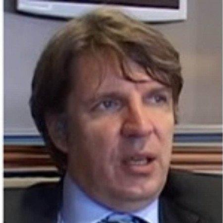 Prof. dr Branko Beleslin je kardiolog iz Beograda sa višegodišnjim iskustvom u radu sa pacijentima sa kardiovaskularnim oboljenjima.