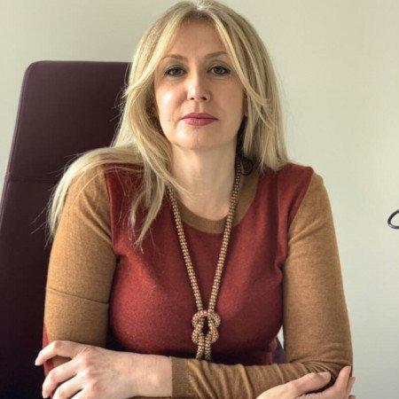 Dr Dubravka Djerić je dermatolog iz Beograda.