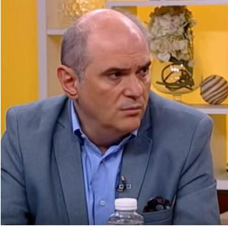 Prof. dr Siniša Stojković je stručnjak u oblasti kardiologije sa zvanjem evropskog kardiologa koje je stekao 2002. godine.
