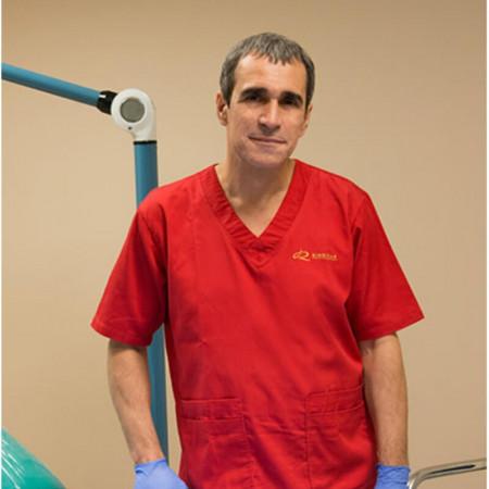 Dr sci. Vladislav Ribnikar je čuveni srpski estetski i plastični hirurg. Živi i radi u Beogradu već 18 godina.  Posebno se ističe u tretmanima face-liftinga.