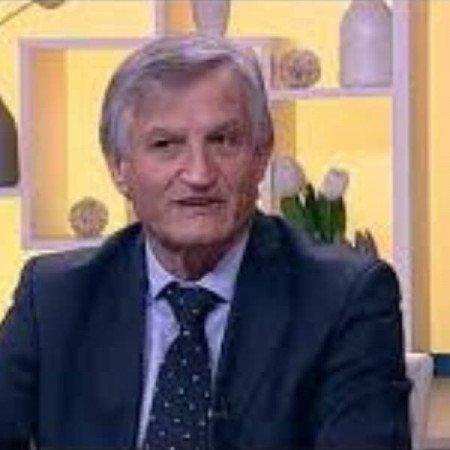 Prof. dr Jovan Peruničić je kardiolog i doktor medicinskih nauka sa užom naučnom oblašću urgentne kardiologije.