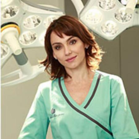 Dr Katarina Andjelkov je specijalista plastične hirurgije sa iskustvom u privatnoj praksi.