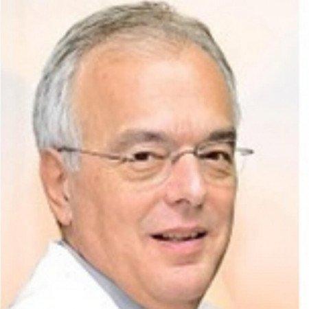 Prof dr Miodrag Ostojić je specijalista kardiologije, akademik i profesor. Uža oblast interesovanja mu je interventna kardiologija.
