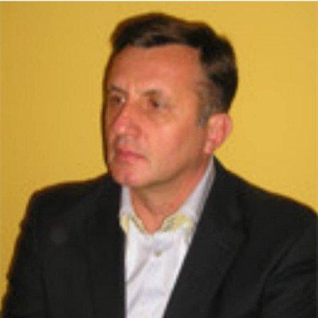Prof. dr Đoko Maksić specijalista nefrologije. Svoju karijeru nefrologa započeo je pre 25 godina. Izuzetan stručnjak u oblasti peritoneumske dijalize.