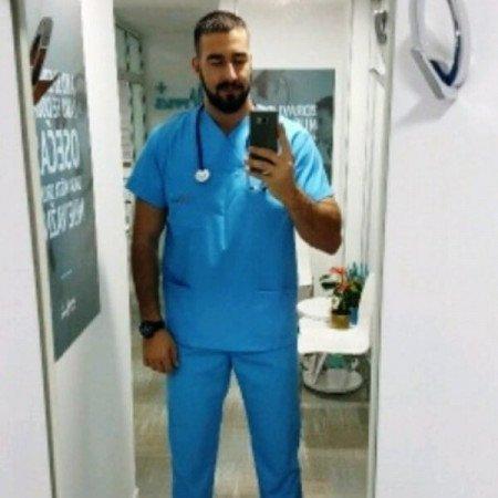 Dr Stefan Mijailovic je doktor medicine. Trenutno je na specijalizaciji iz anesteziologije sa reanimatologijom na Medicinskom fakultetu Univerziteta u Beogradu.