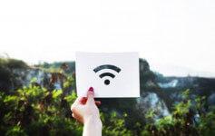 O efektima izlaganja WiFi-ja ljudskom zdravlju se često raspravlja. Nedavna studija je pregledala dokaze iz 23 kontrolisanih naučnih studija, koje su istraživale zdravstvene efekte WiFi-ja na životinje, ljudske ćelijske linije i ljude, kako bi se utvrdilo jednom zauvek, da li WiFi ima štetan uticaj na ljudsko zdravlje.