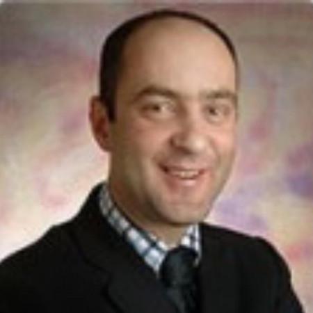 Dr Aleksandar Predojević je stomatolog. Sprecijalizovao se u oblasti parodontologije. Vlasnik privatne ordinacije više od 20 godina.