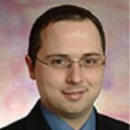 Dr Nebojša Artiko je stomatolog. Uža specijalnost mu je stomatološka protetika.